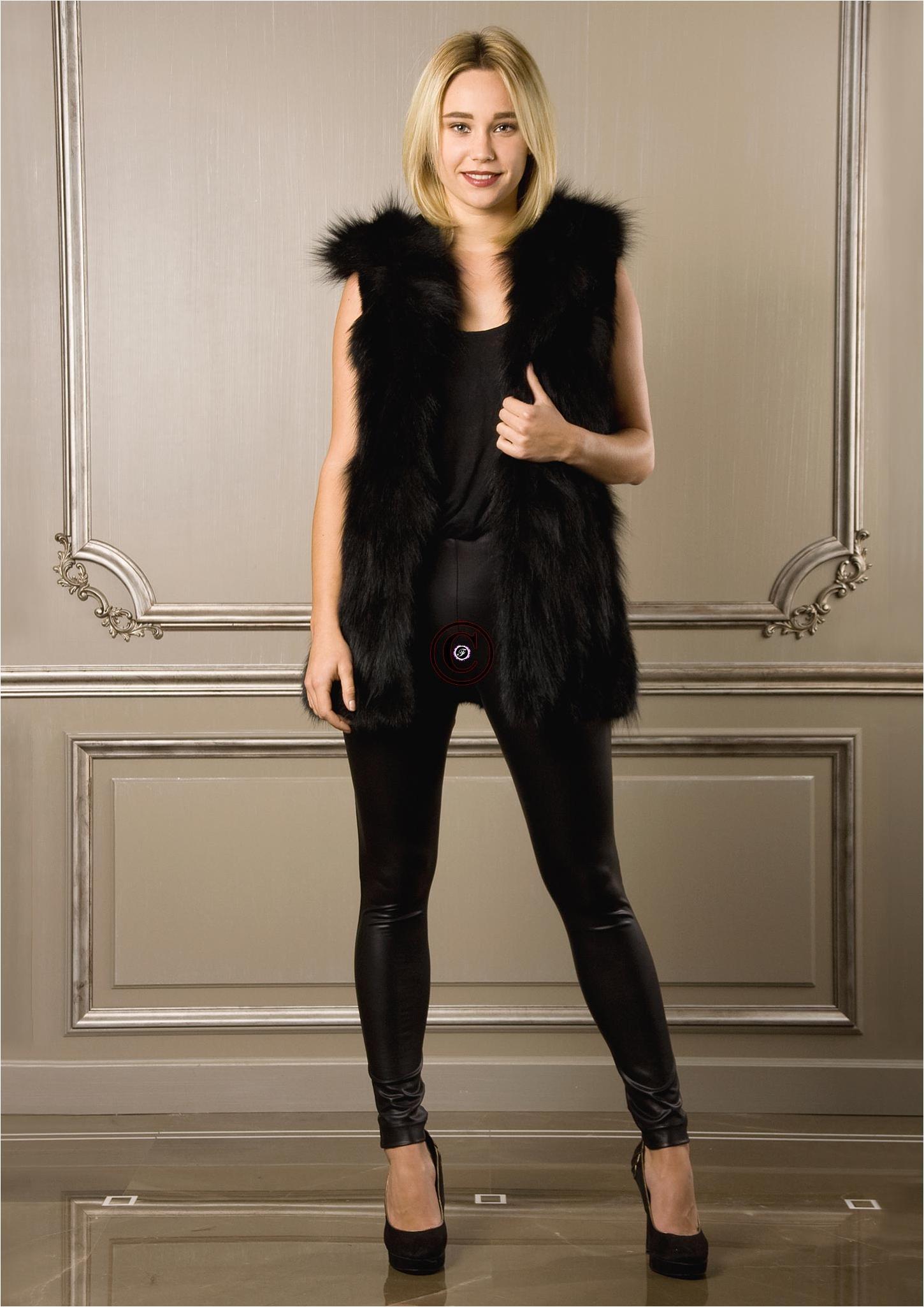 Gilet sans manche et capuche en fourrure de renard katy - Fourrure noir sans manche ...