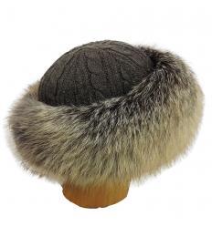Chapeau marron tricôté en fourrure de renard
