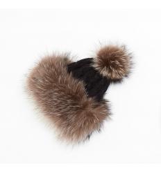 Bonnet tricôté noir avec pompon en fourrure de raccoon