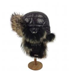 Chapka matelassée noire garnie de fourrure de finnraccon