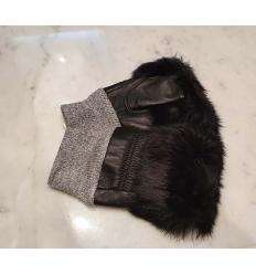 Mitaines noires unies et grises bordées de fourrure de lapin